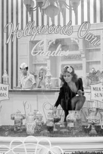 Raquel Welch, Sweet Shop 3