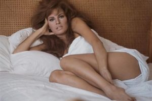 Raquel Welch in Bedsheets