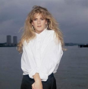 Imogen Stubbs By The Pier 2