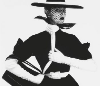 IRVING PENN B&W FASHION WITH HANDBAG 'B'